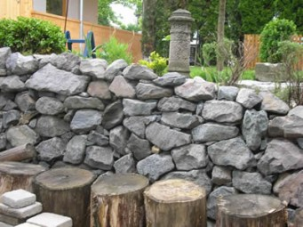 Mauersteine  Basalt