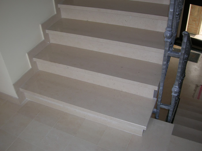 Stufenplatten aus Trani Bianco