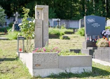 Grabdenkmal Trachyt Sandstein